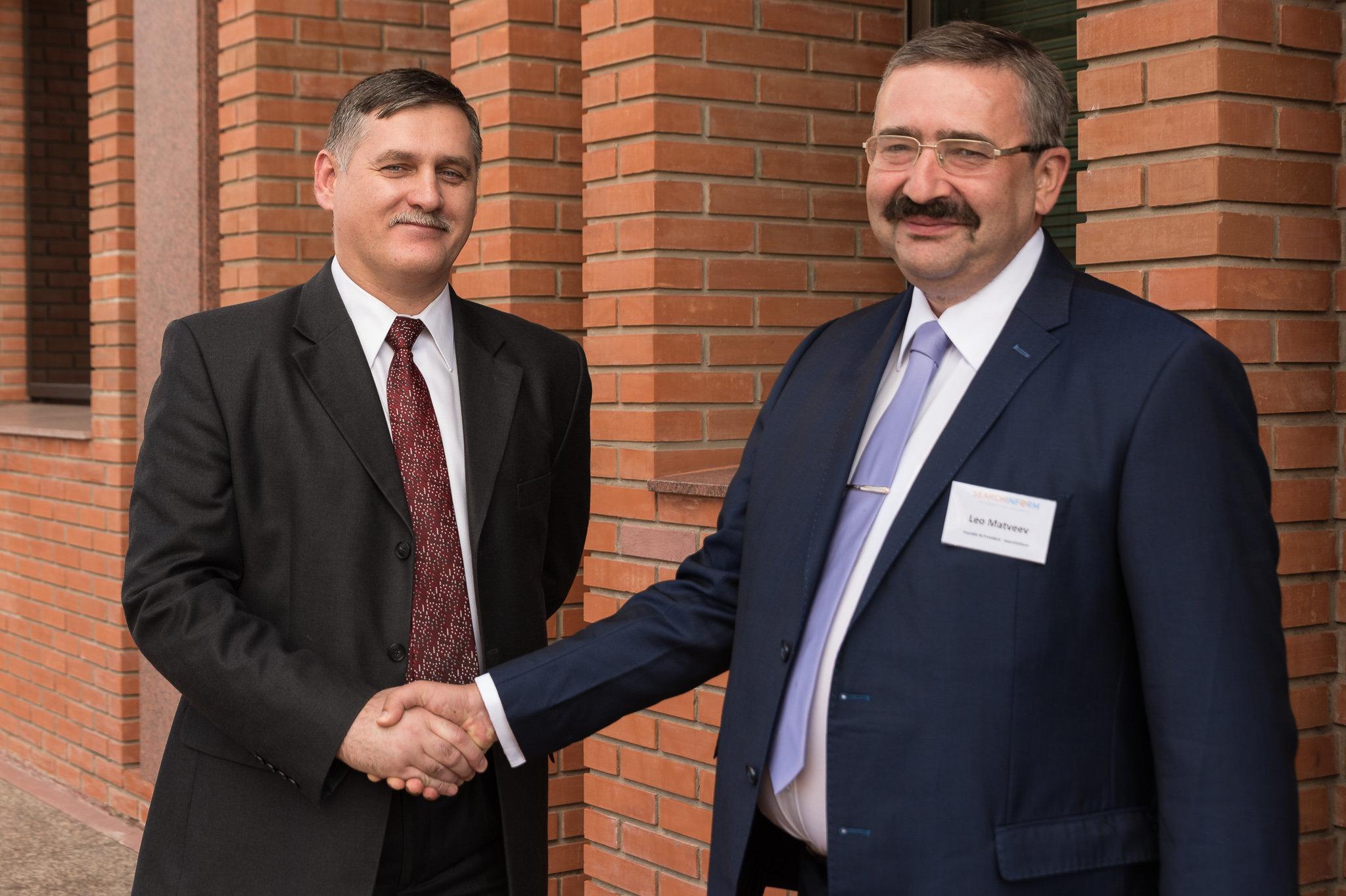 Leo Matveev, presidente de SearchInform, con Miguel Zotov, subjefe de la Representación Comercial de la Federación de Rusia en Argentina