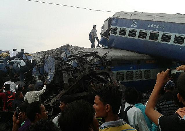 El tren descarrilado en Uttar Pradesh, la India