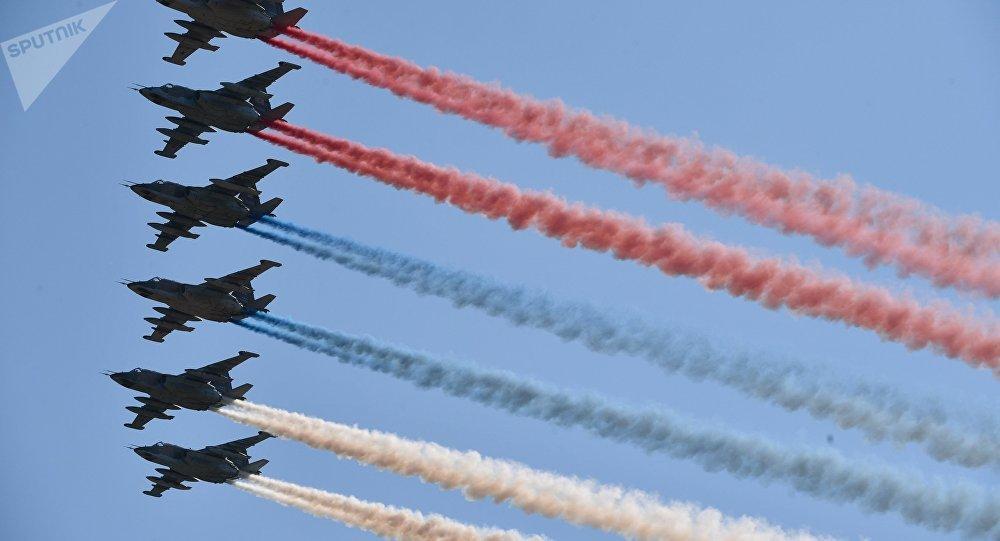 Aviones militares rusos dibujan la bandera de Rusia en los cielos de Moscú (archivo)