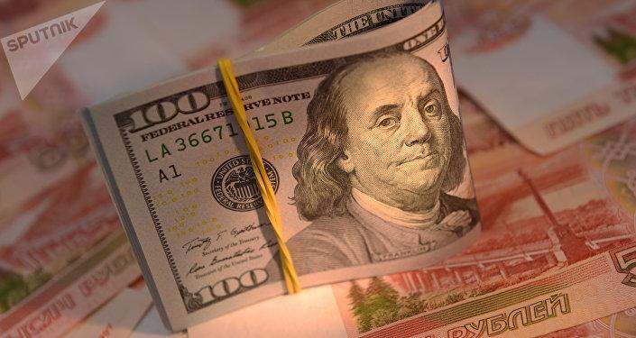 Rublos y dólares (monedas de Rusia y EEUU, respectivamente)
