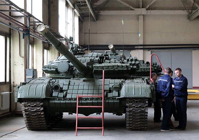 Un tanque T-72 en la planta de vehículos blindados de Lvov