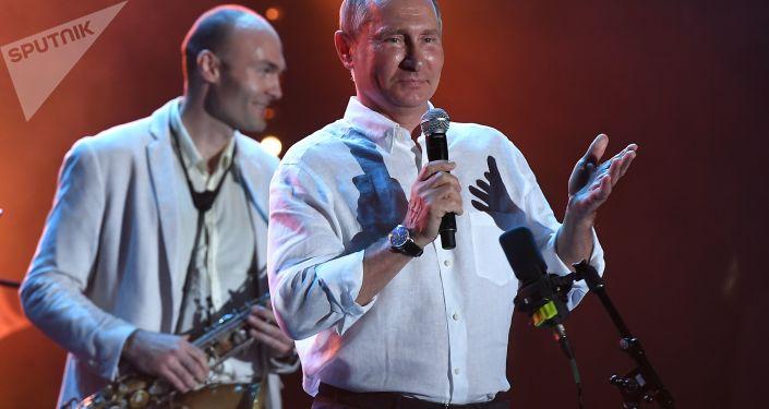 Todo bajo control: Vladímir Putin visita Crimea