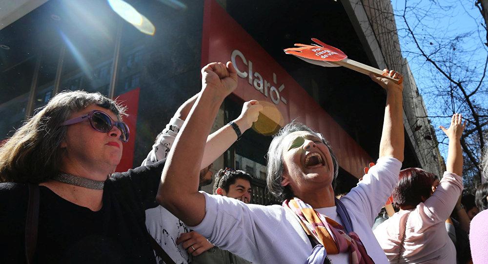 Chilenos celebran la despenalización parcial del aborto en Santiago