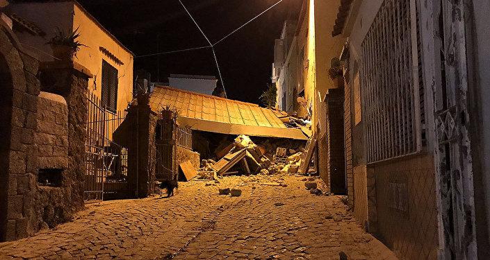 Consequencias de un terremoto en la isla italiana de Ischia