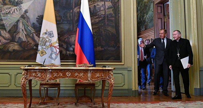 Ministro de Extreriores de Rusia, Serguéi Lavrov, y el secretario de Estado del Vaticano, Pietro Parolin