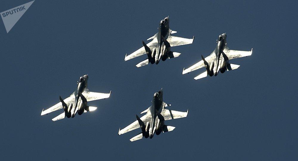 Aviones de combate de Rusia Su-27 y Su-30