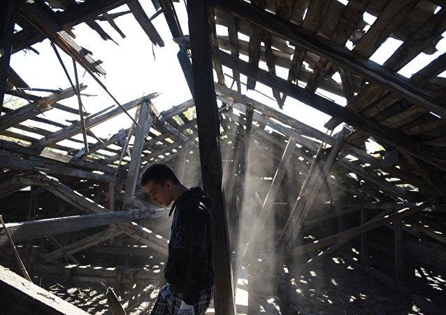 Escuela bombardeada en Donbás (Archivo)