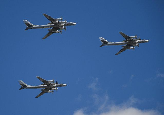 Los bombarderos estratégicos rusos Túpolev Tu-95MS (archivo)