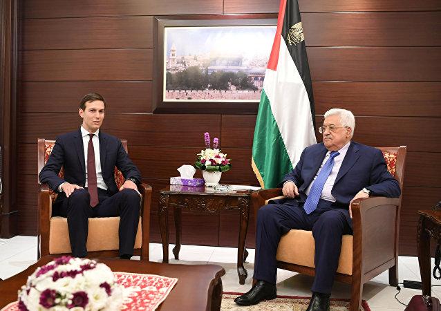 Enviado del presidente de EEUU, Jared Kushner, y presidente de Palestina, Mahmud Abás