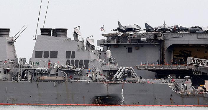 Recuperan cadáveres de tripulación y restos del USS John McCain