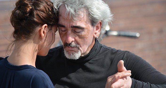Pareja bailando tango (imagen referencial)