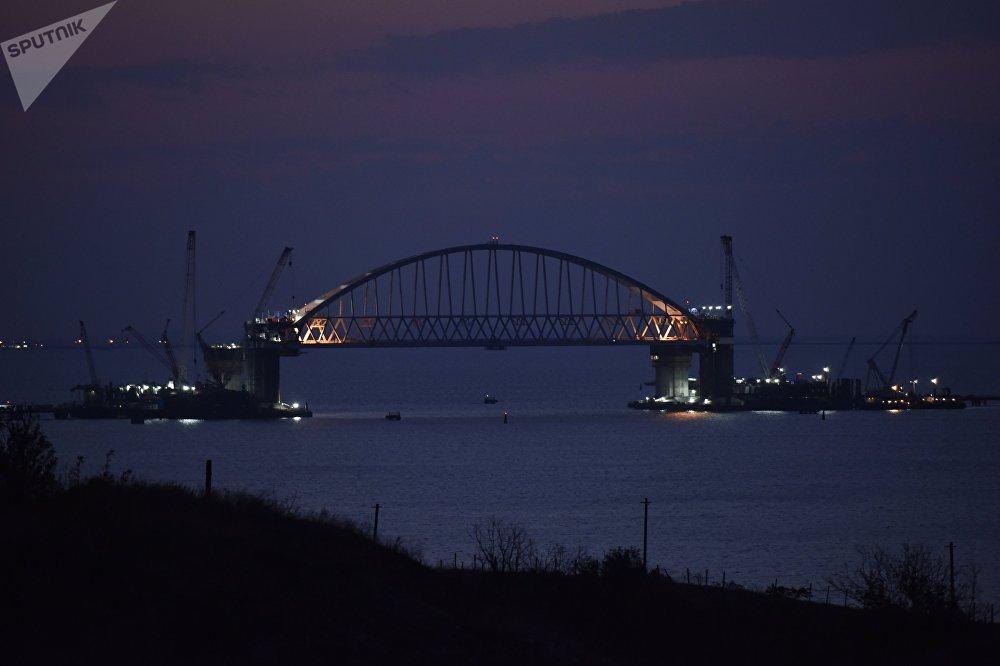 Las impresionantes obras del puente de Crimea sobre el estrecho de Kerch
