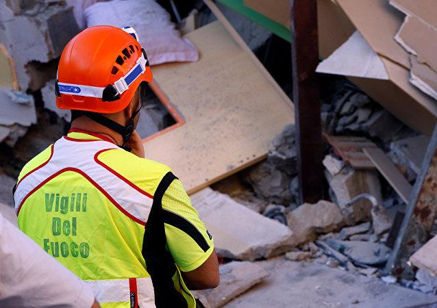 Consecuenacias de un terremoto en la isla italiana de Ischia