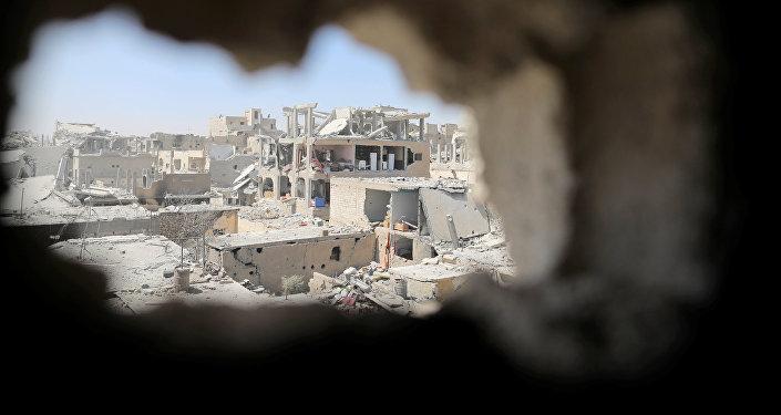 Edificios destruidos en la ciudad de Al Raqa (archivo)