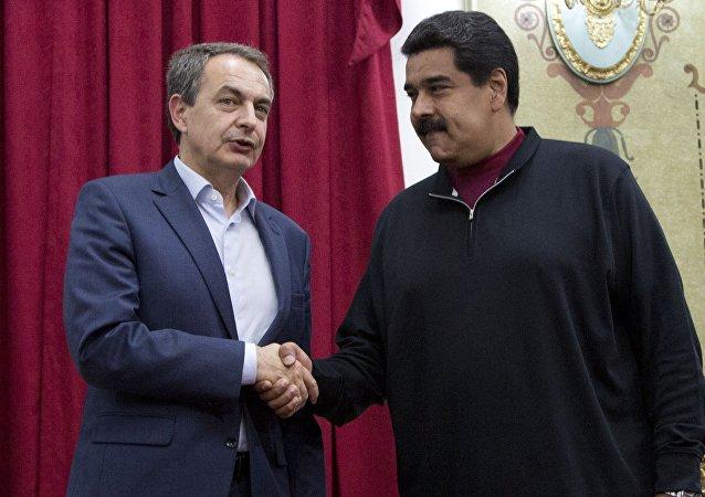 El expresidente español, José Luis Rodríguez Zapatero, y el presidente de venezuela, Nicolás Maduro (archivo)