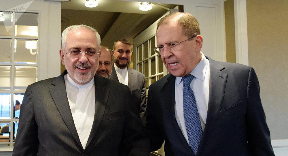 El ministro de Exteriores de Rusia, Serguéi Lavrov, con su homólogo iraní Mohamad Yavad Zarif (archivo)