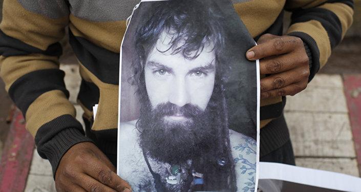 Un cartel con la imagen de Santiago Maldonado, activista argentino (archivo)