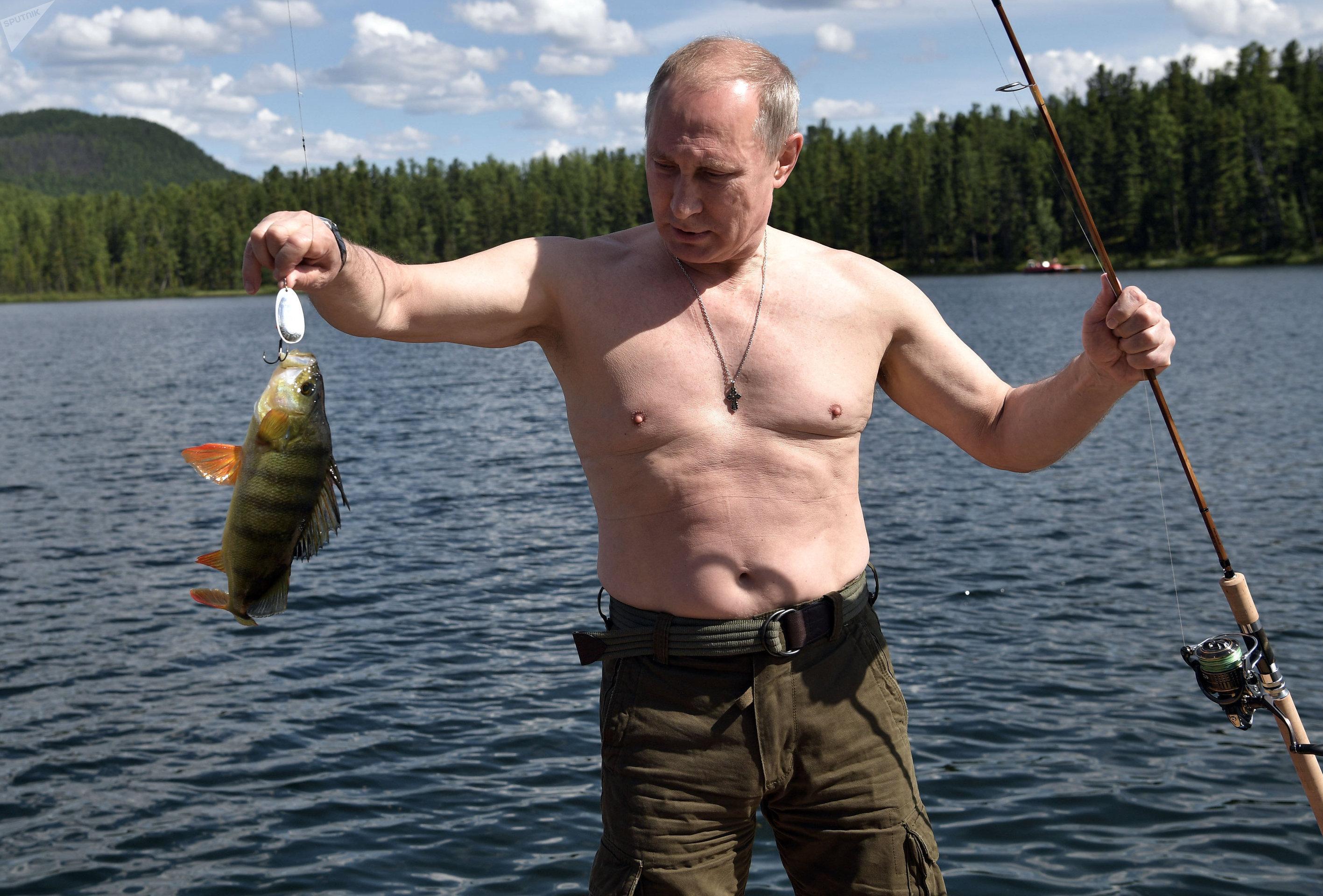 Vladímir Putin, presidente de Rusia, pescando en la región de Tuvá