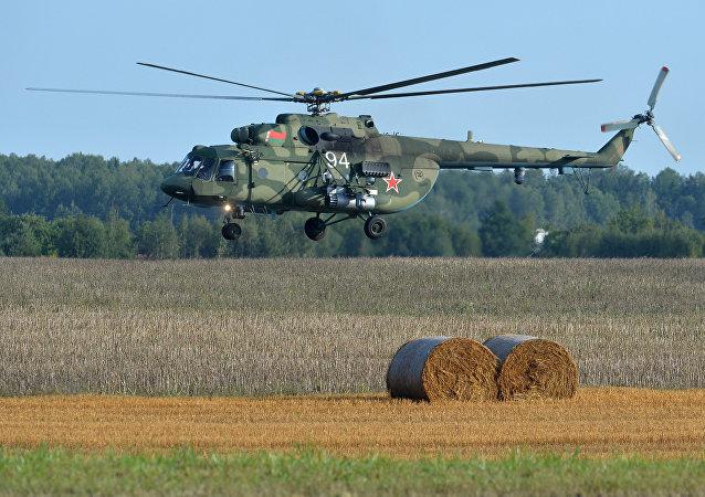Helicóptero Mi-8 de la Fuerza Aérea de Bielorrusia durante la preparación para las maniobras Zapad 2017