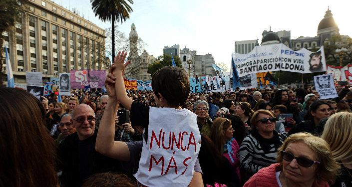 Manifestación en Buenos Aires, Argentina, por la desaparición de Santiago Maldonado