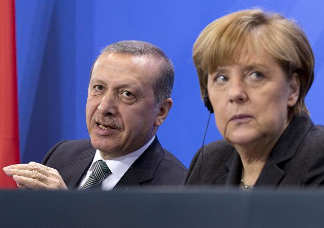 Recep Tayyip Erdogan, presidente de Turquía y Ángela Merkel, canciller de Alemania, 4 de febrero de 2014