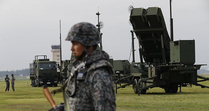 Las Fuerzas de Autodefensa de Japón muestran los sistemas de misiles interceptores THAAD PAC-3 en la base a'erea estadounidense de Yokota, 29 de agosto de 2017