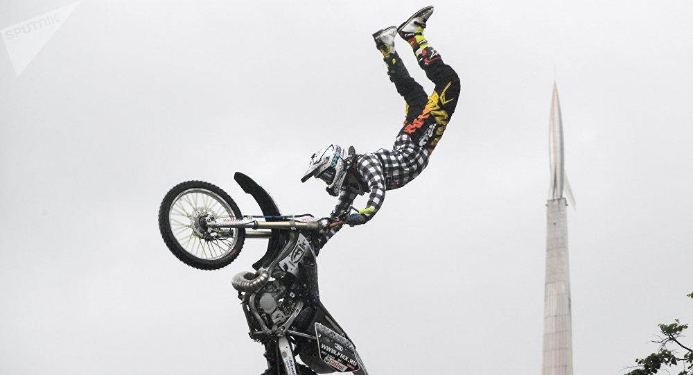 Un motociclista de Moscú