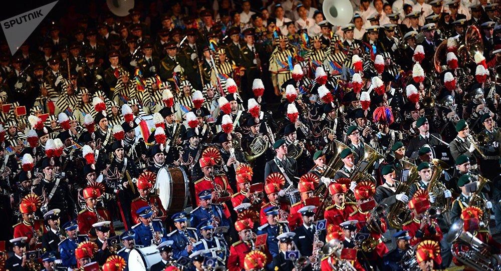 La clausura del Festival de Música Militar en la Plaza Roja de Moscú