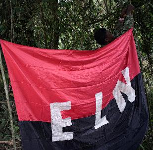 La bandera del Ejército de Liberación Nacional (ELN) en Colombia