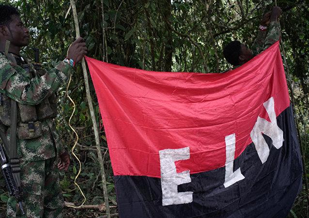 Una bandera del ELN
