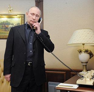 Vladímir Putin, presidente de Rusia, durante una conversación telefónica