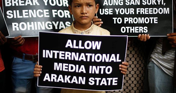 Las carteles en apoyo de los rohinyás en Birmania