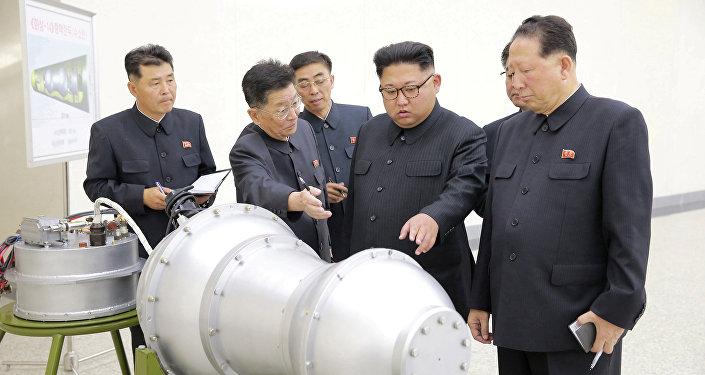 Kim Jong-un, líder norcoreano durante una explicación sobre armas nucleares