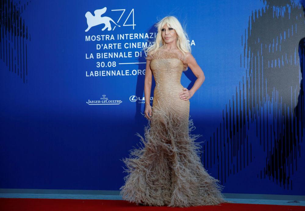 Seda, gasa y lentejuelas: los atuendos más memorables del Festival Internacional de Cine de Venecia