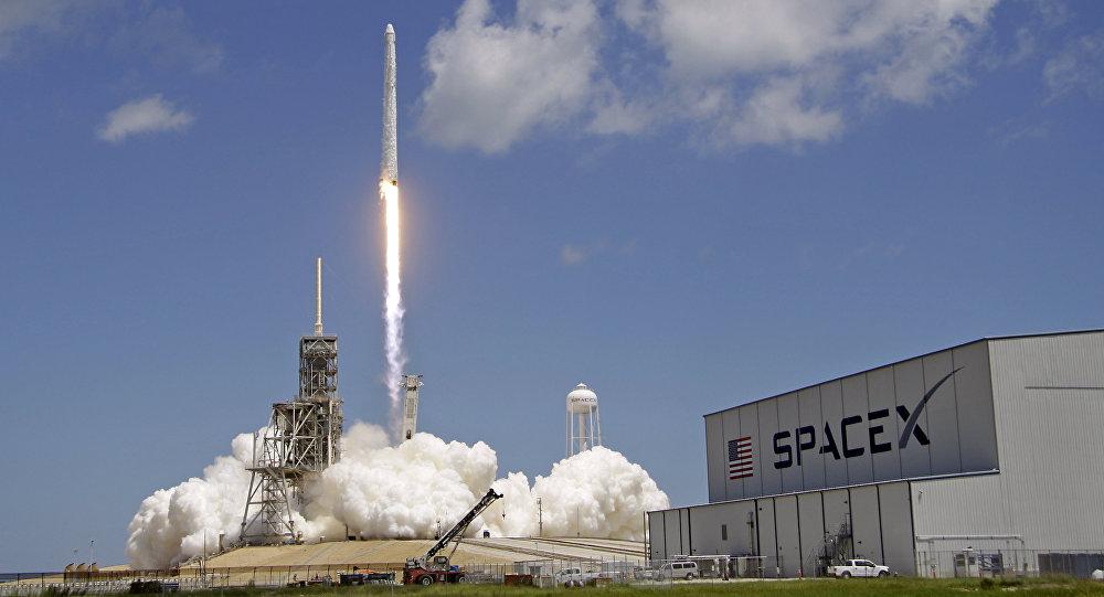Cohete Falcon 9 (Archivo)