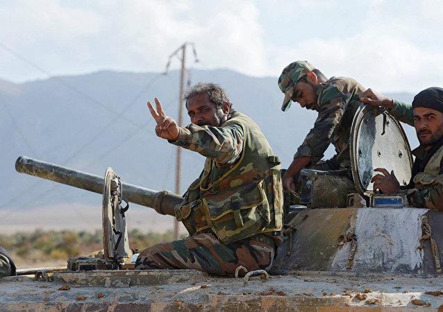 Los soldados del Ejército sirio que rompieron el asedio de la ciudad de Deir Ezzor