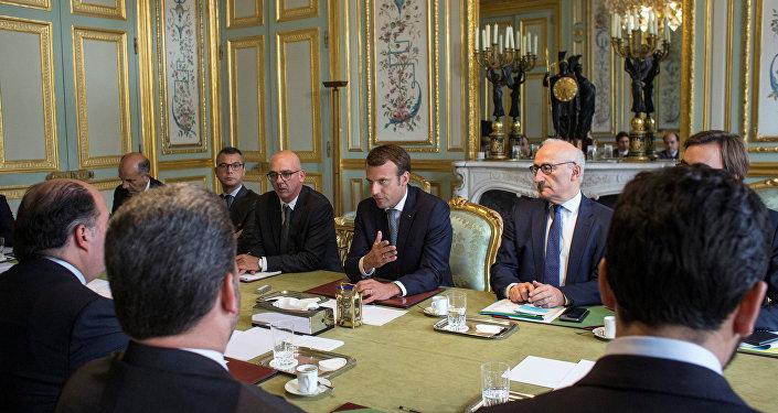 El presidente de Francia, Emmanuel Macron, durante su reunión con el presidente de la Asamblea Nacional de Venezuela, Julio Borges