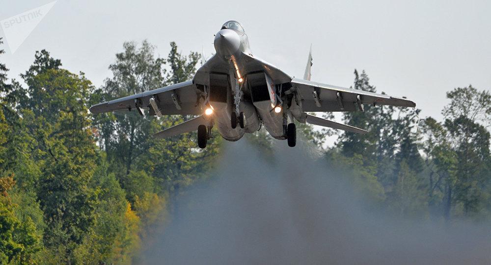 El caza bielorruso MiG-29 durante la preparación para las maniobras Zapad 2017 en Bielorrusia