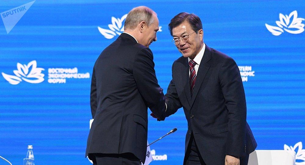 Presidente de Rusia, Vladímir Putin, y presidente de Corea del Sur, Moon Jae-in