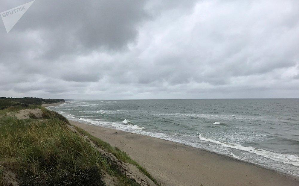 Las frías aguas del mar Báltico bañan la costa del parque natural