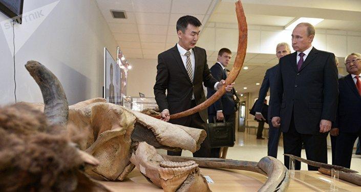 Putin con un mamut