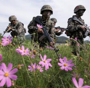 Marines de Corea del Sur durante unas maniobras militares en la isla de Baengnyeong