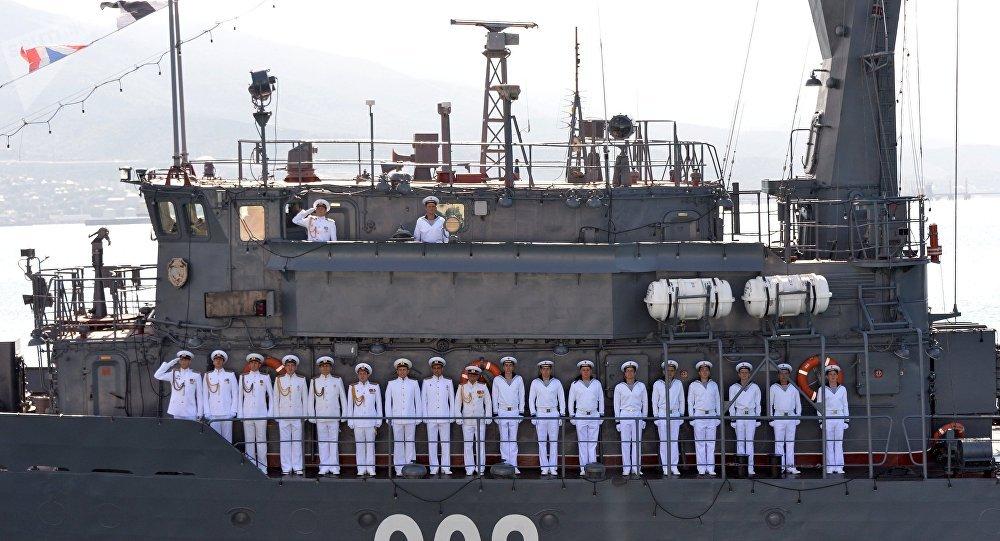 El equipo del dragaminas Vicealmirante Zajarin de la base naval de Novorossiysk