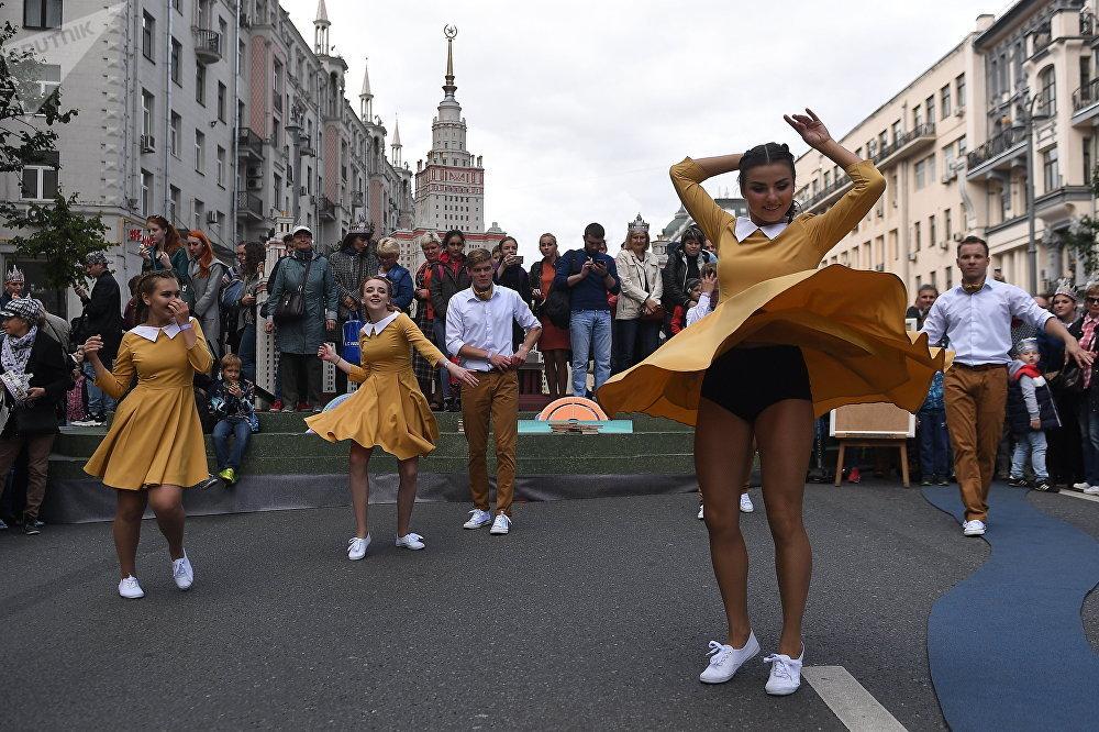 Rompehielos y bailarinas: así festeja Moscú su 870 aniversario