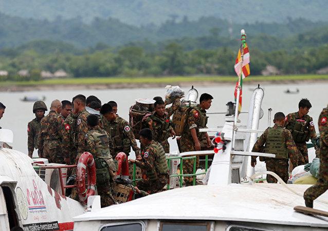 Militares de Birmania
