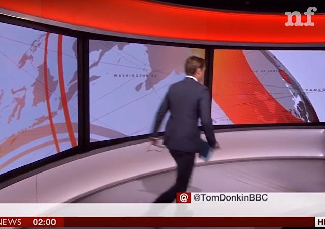Pánico en vivo: un presentador de la BBC da vueltas por el estudio