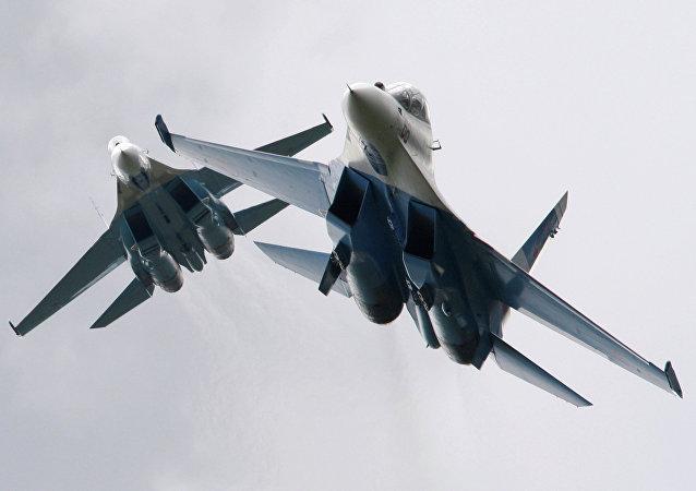 Cazas Su-27 rusos (imágen referencial)