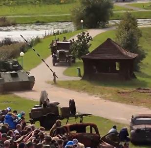 Los tanques de la II Guerra Mundial participan en las maniobras festivas de Minsk