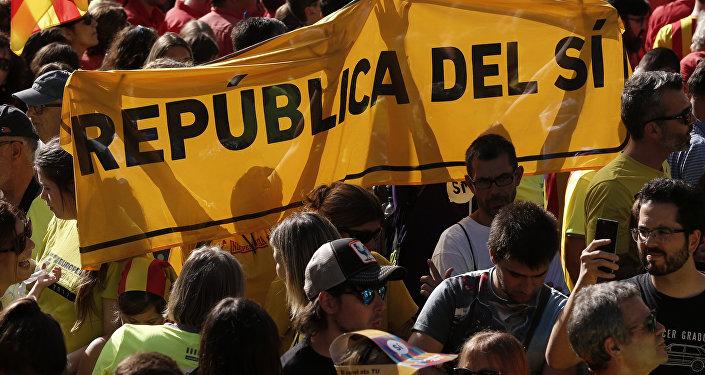 Catalanes apoyando el proceso de independencia