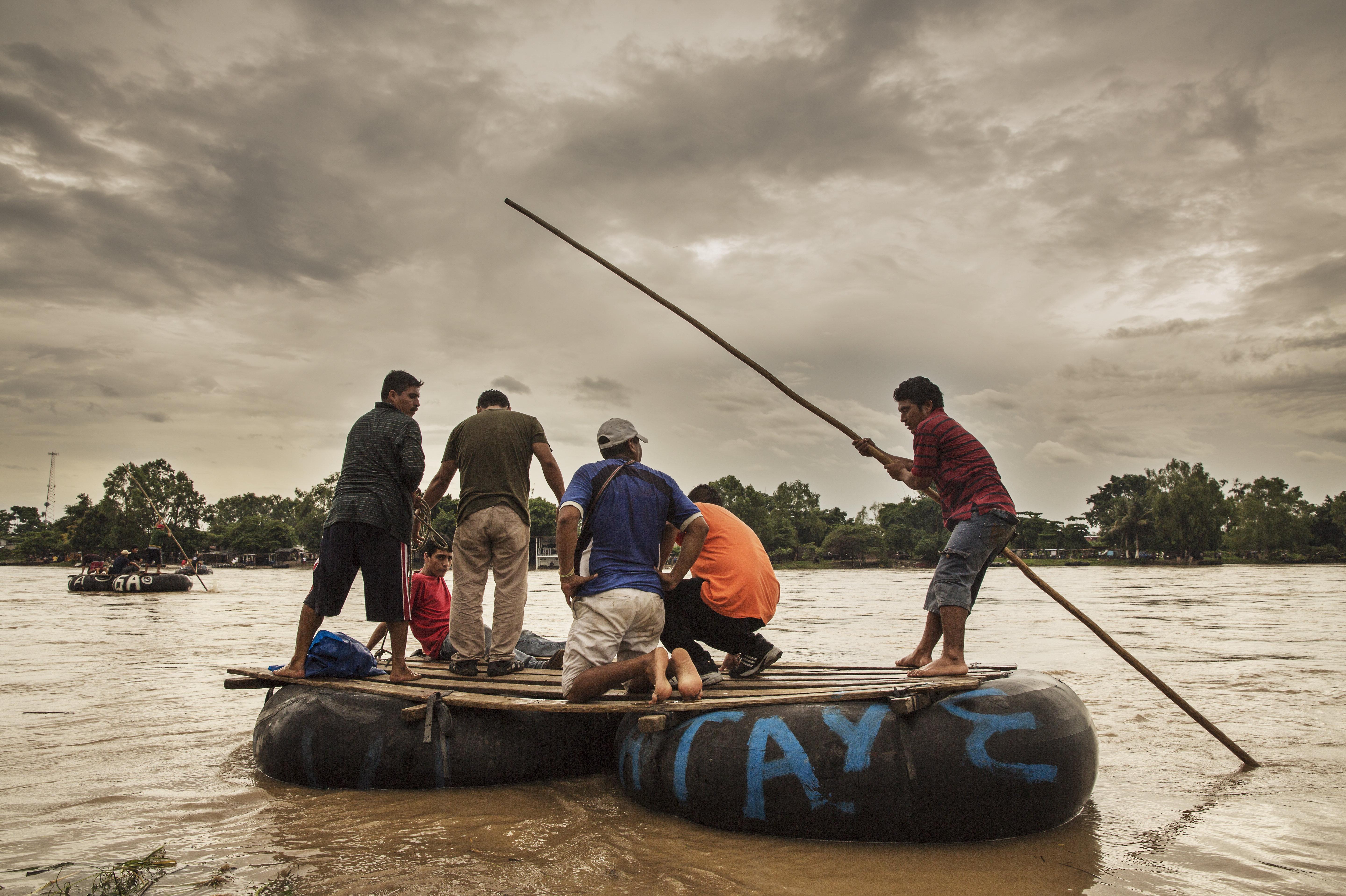 El río Suchiate, en la frontera entre México y Guatemala. Los migrantes centroamericanos cruzan este paso (El Paso del Coyote) en pequeñas embarcaciones. Es el comienzo de su viaje por México